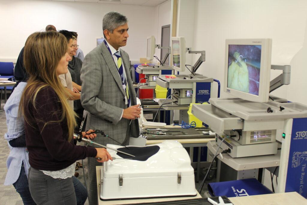 Student receives nationally recognised certificate for laparoscopic surgical skills.